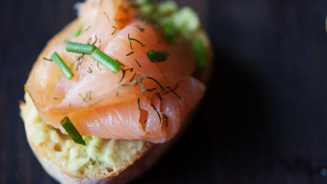 10 Ideas for Crostini: Avocado & Smoked Salmon - (cool) progeny
