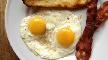 Quick Breakfast: Eggs Sunnyside Up