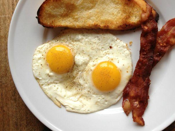 Quick Breakfast: Eggs Sunnyside Up