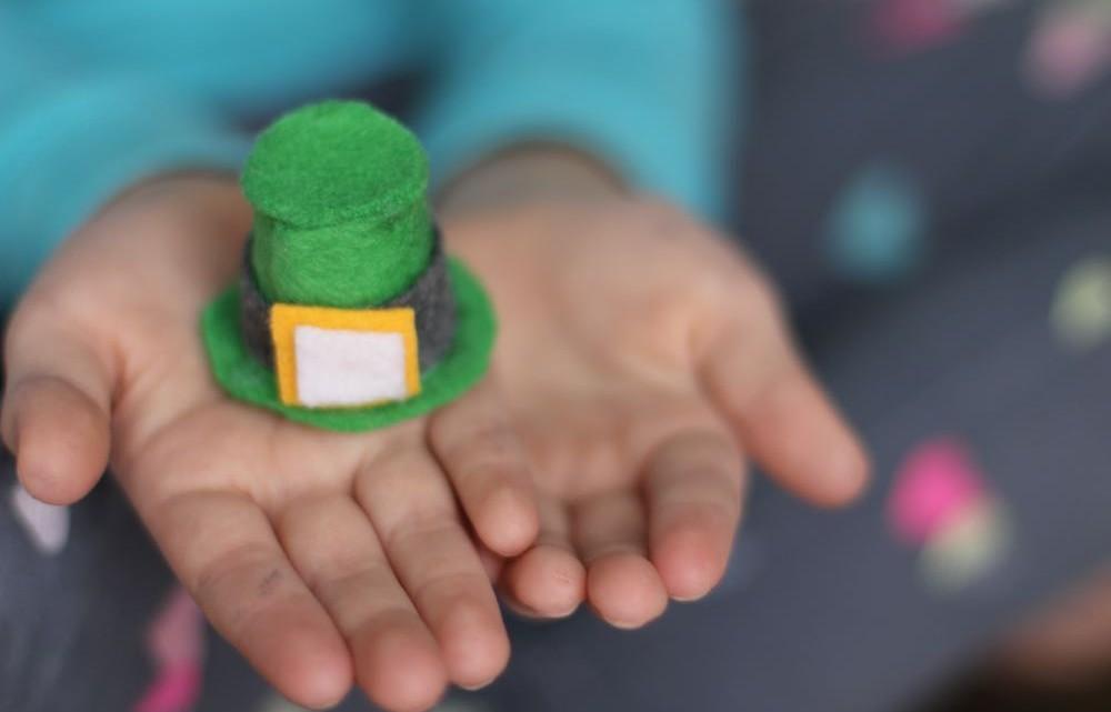 diy mini leprechaun hats - (cool) progeny #coolprogeny #stpatricksday #kidcrafts