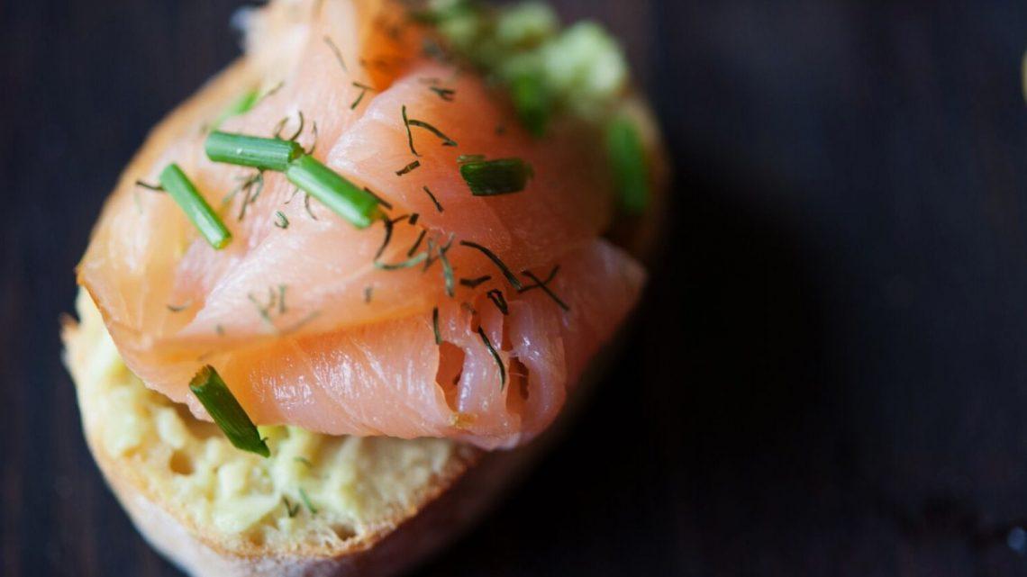 10 Ideas for Crostini: Avocado & Smoked Salmon - (cool) progeny
