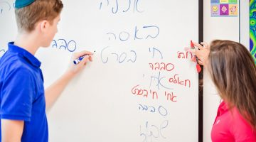 Brain Buzz: How the Dual-Language Program at Krieger Schecter Day School Benefits Students